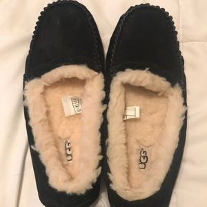*BRAND NEW* UGG loafer slippers